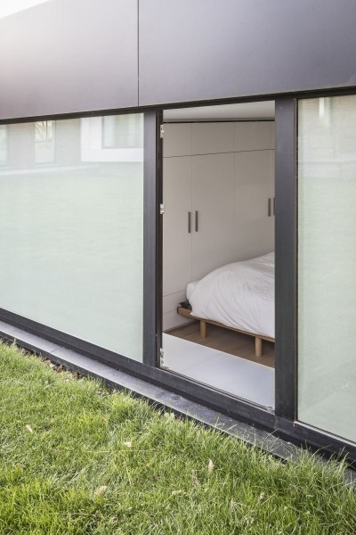 https://www.zonweringvanderzalm.com/wp-content/uploads/2017/03/zonweringvanderzalm0000296_voorbeeldwoning-slaapkamer-960x600.jpg